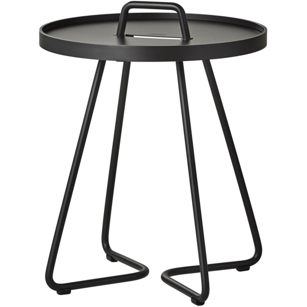 cane line on the move mesinhas de apoio. Black Bedroom Furniture Sets. Home Design Ideas